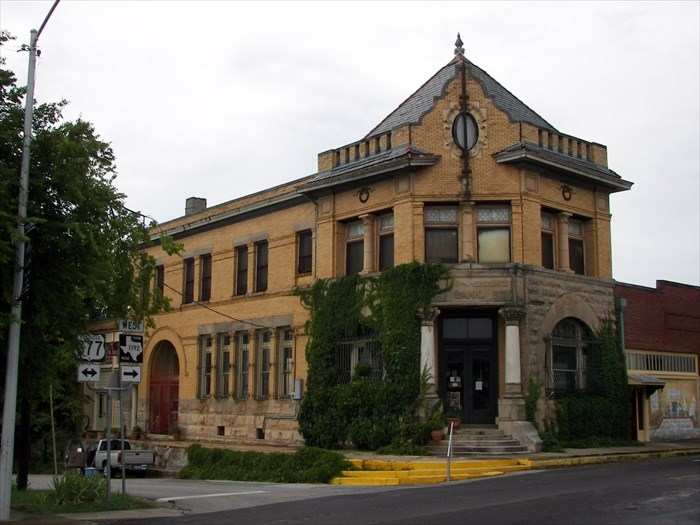 The 1896 Farmers & Merchants Bank in Pilot Point houses an art gallery with some nifty local history… and controversy! Photo from WayMarking.com.