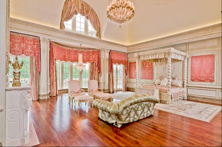 A room at the Champ d'Or Estate in Hickory Creek. Check out more views with this  slideshow tour at Forbes .