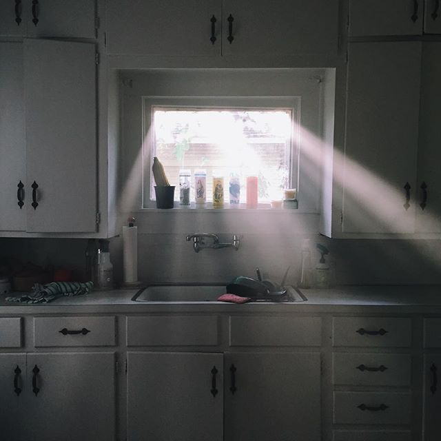 Morning light in the kitchen from @olivesimons.