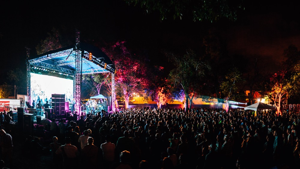 THe crowd during Edward Sharpe and the Magnetic Zeros. Photo by @PeopleofDenton.