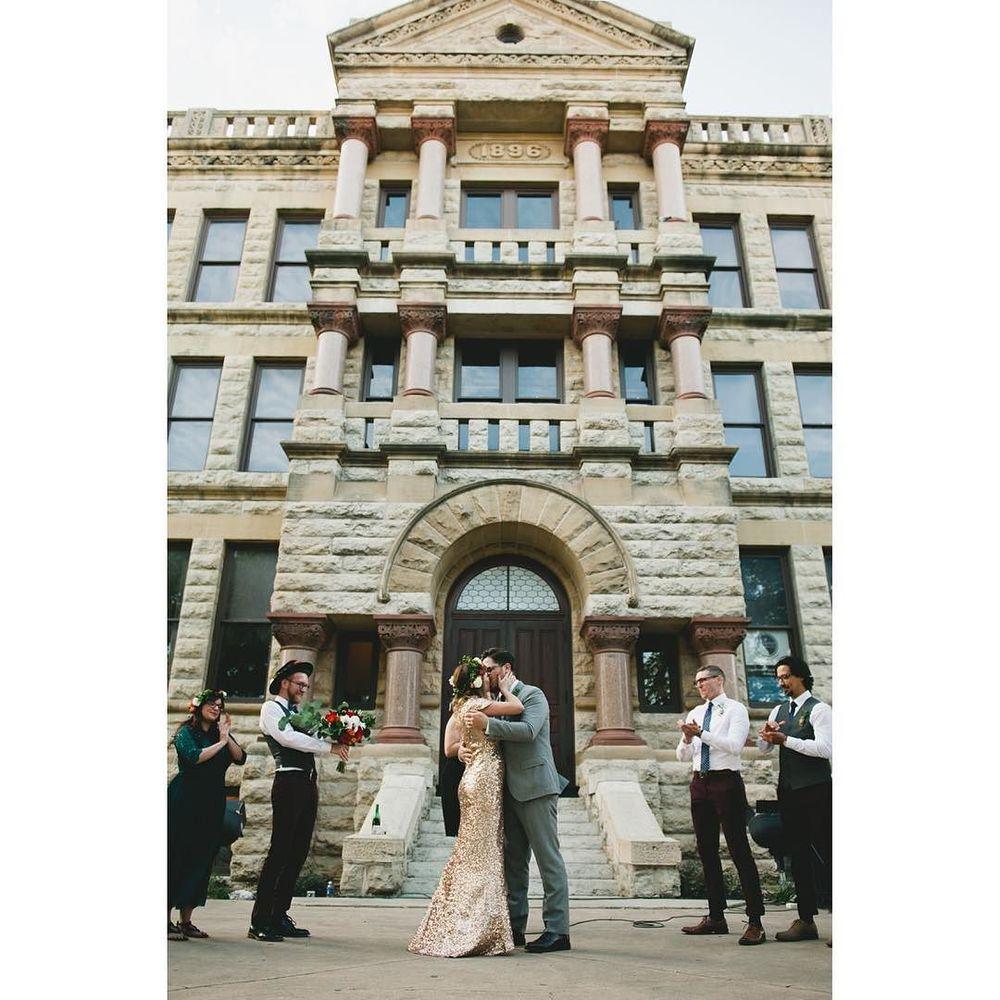 A vintage wedding on the courthouse lawn. Image via @ShainaSheaffPhoto.