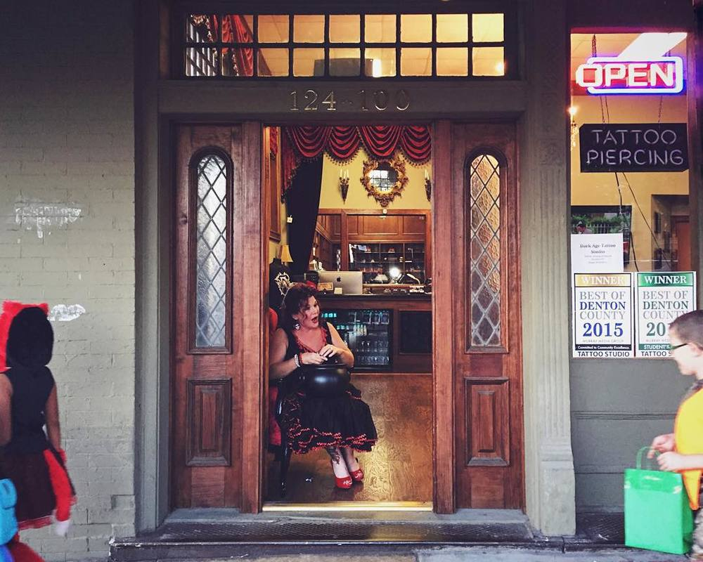 Trick or treating at a tattoo shop is always fun. Image from @snowberrylife.