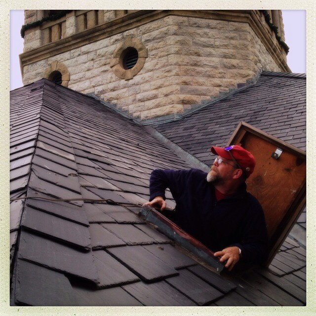 @Dentonaut poking his head through the roof of the courthouse from Saturday's #EmptyDentonCourthouse. Image from @KKBigley.