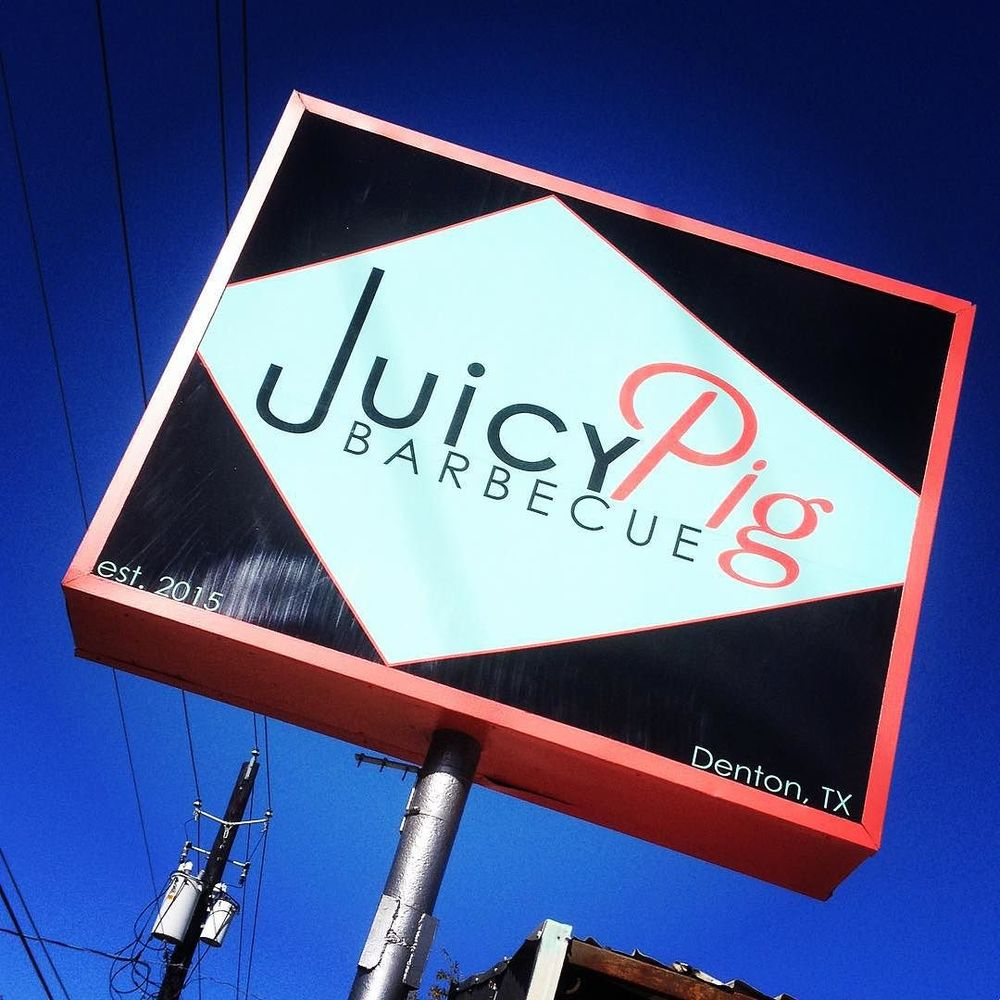 We're digging Juicy Pig Barbecue's sign on Locust. Thanks for the pic, @fictionrider!