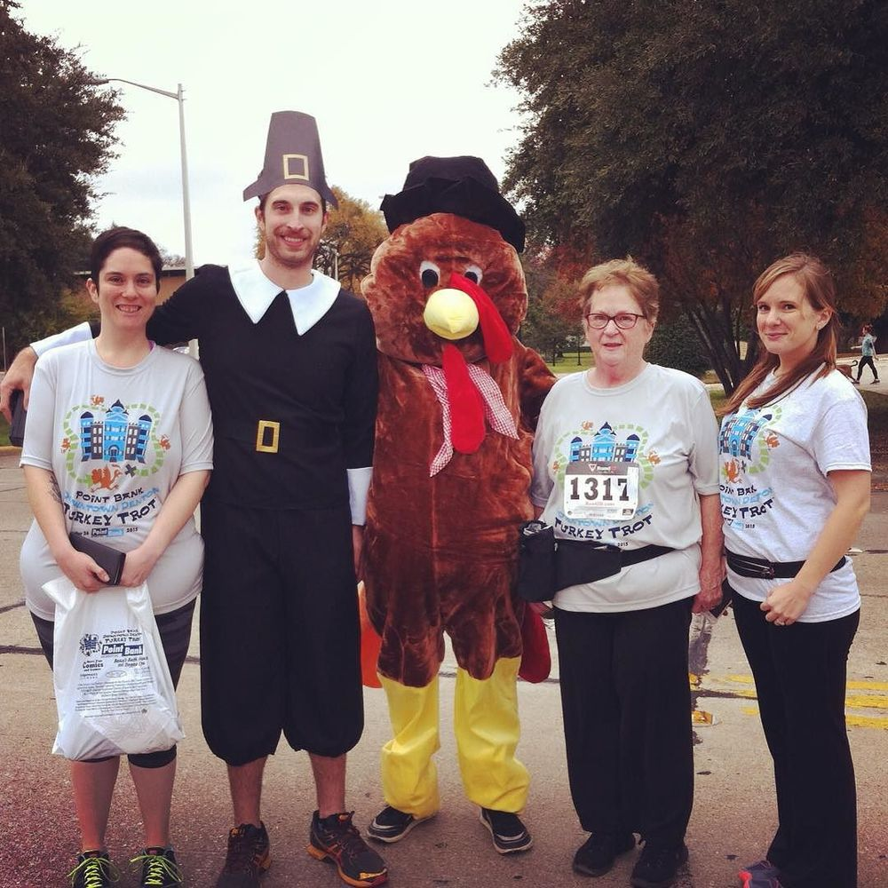 @cookiemomster at the Turkey Trot with some out of time people/turkeys.