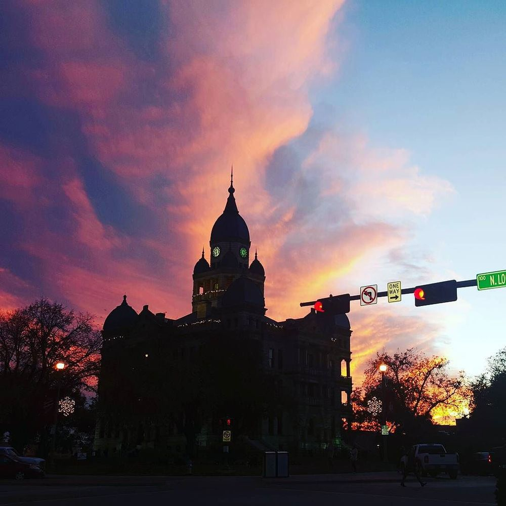 @eastsidedentontx also shot that wonderful sunset last week, but with the Denton Courthouse in front. Great shot!