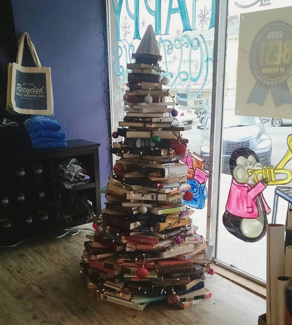@empertinent and a very well-read Christmas tree.