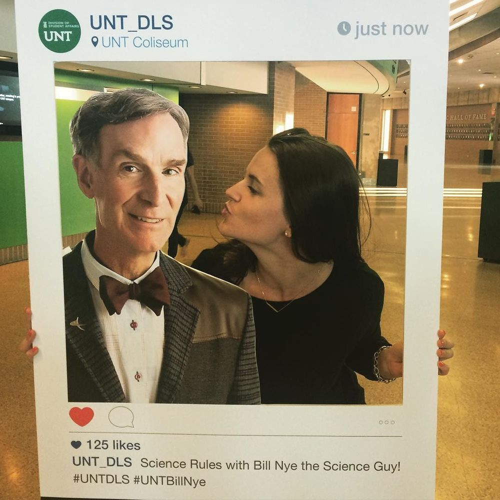 @hill_stark gave the science guy a smooch at UNT Fine Art Series' Distinguished Lecture last week.