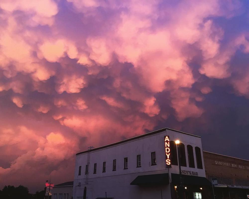 Remember when the sky was full of cotton candy last week? @snowberrylife got a photo of it over Andy's Bar.