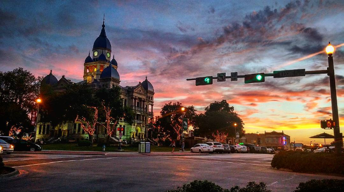 @uriahstone with a shot of the courthouse under one of the many beautiful sunsets from last week.