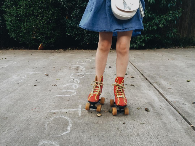 Roller skates on a summer evening. Photo by @jadewintersee.