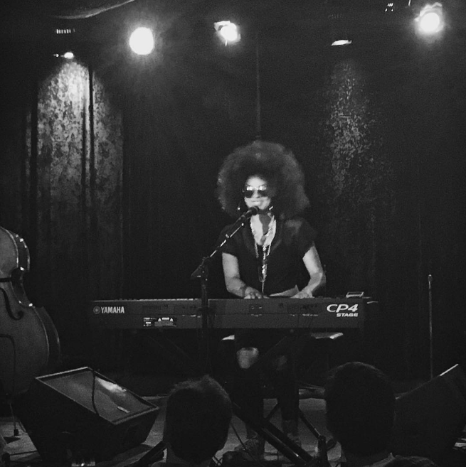 @alymstevenson with a shot of @kandacesprings on a Monday night at @danssilverleaf in Denton.