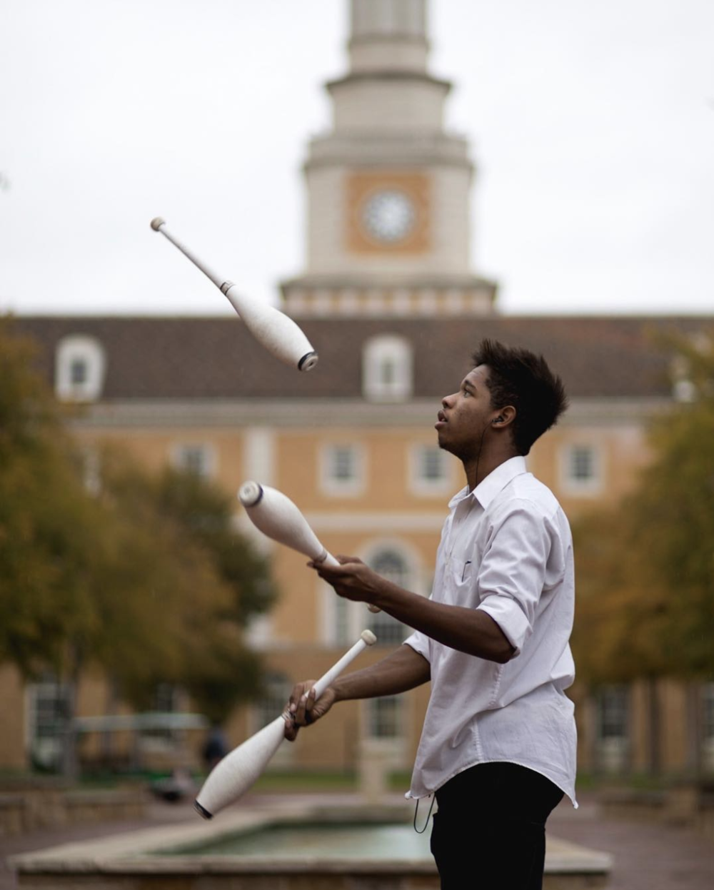 @bradholt photographed a juggler at UNT.