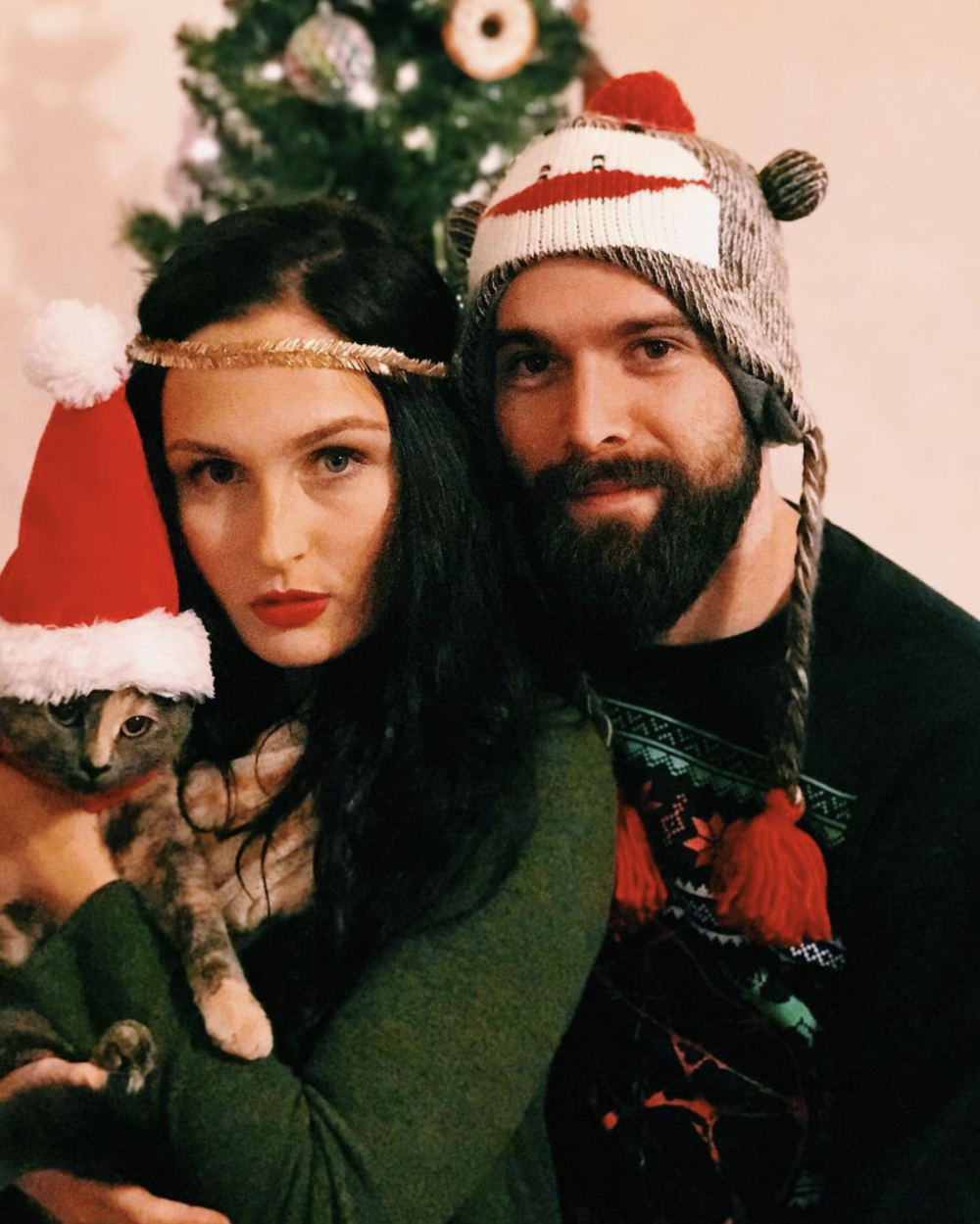 @mcawlens forced their cat into this family photo and we love it just so much.