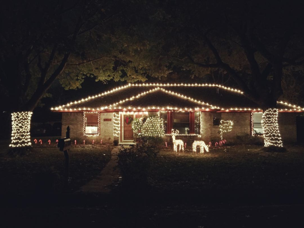@heathermount claims to have the best decorated house on their street for Christmas and we don't think they're bluffing.