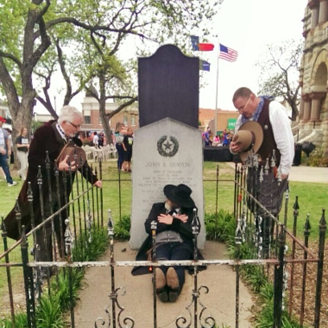 Here's John B. Denton (AKA @dentonaut in this case) sleeping at his own grave on  Denton County's 170th Anniversary.  Didn't they dig him up a few years ago, though?