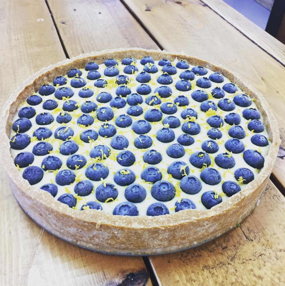 @juicelabdentontx keeps pumping out some of the best looking raw and vegan food. Just check out this beauty of a lemon blueberry cheesecake. You can eat healthy and not even begrudgingly!