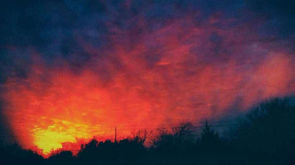 "We'll end this week with a photo from @bobhedlund and a ""fire"" in the sky."