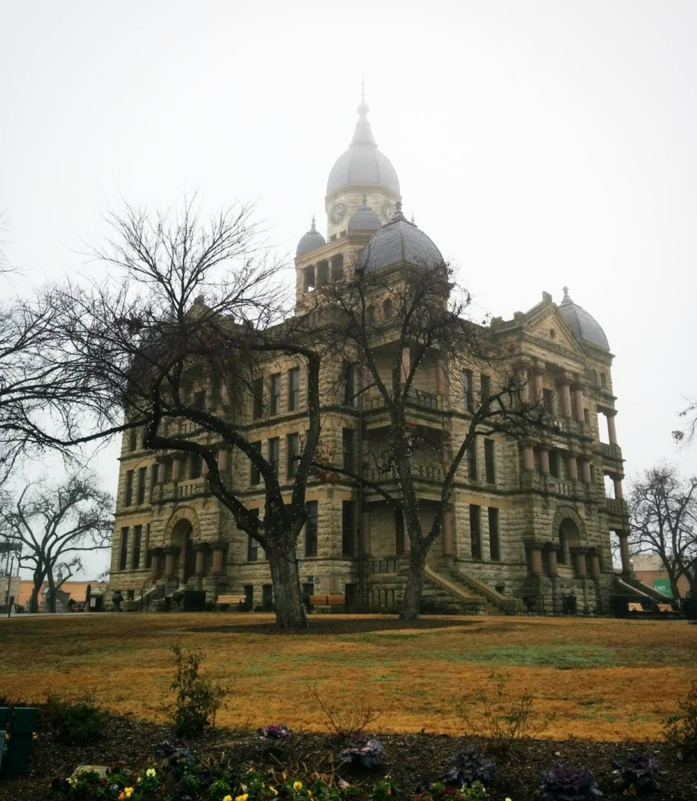Courthouse in the fog. Photo by @victhebear.