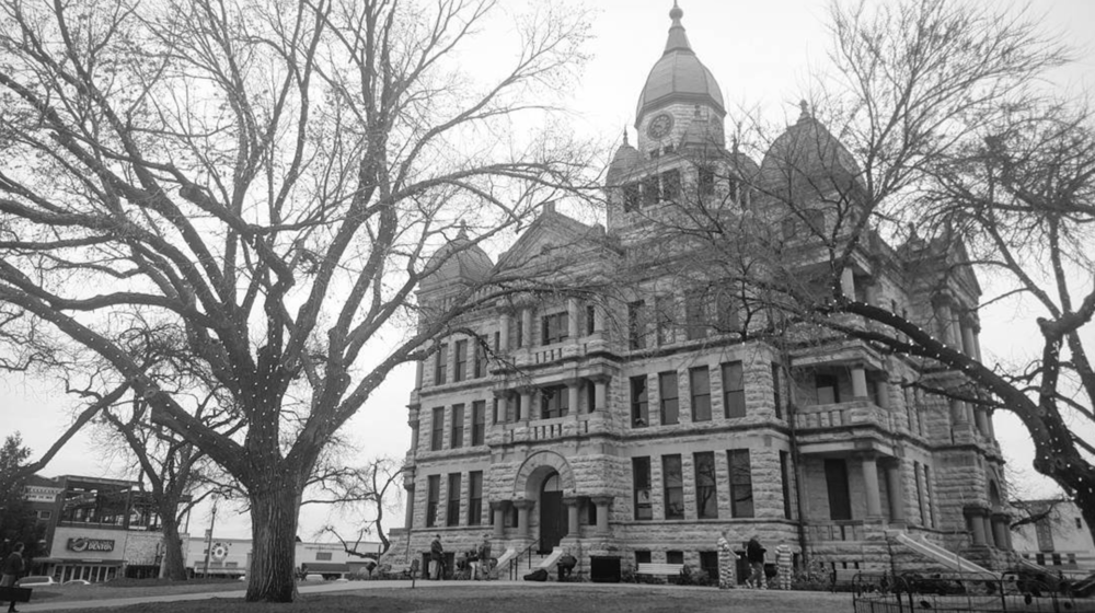 We'll end this week with a great black and white photo of the Denton County courthouse courtesty of @schrader_adam.