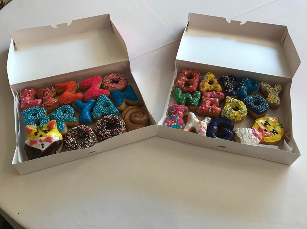The best way to send a message is to write it in donuts. @redbarn.events knows this pretty well.
