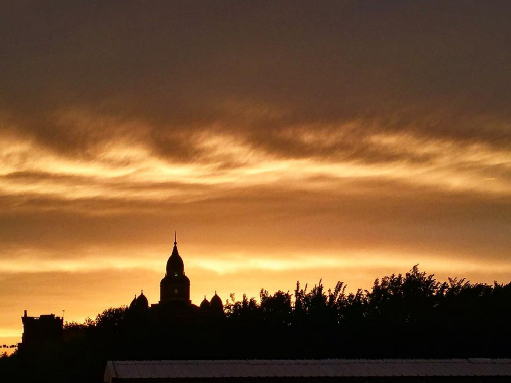 Orange skies over the courthouse. Photo by @beardnbeerd.