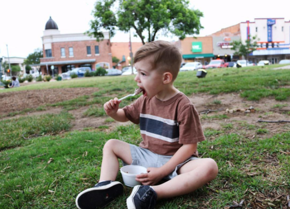 @willowandforddesignco enjoying some Beth Marie's on the Courthouse Lawn last week.