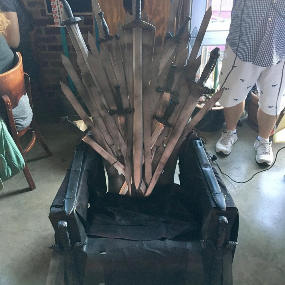 @mulberrystreetcantina got their own throne for Game of Thrones trivia night! Don't worry, though - Arya isn't tending bar.