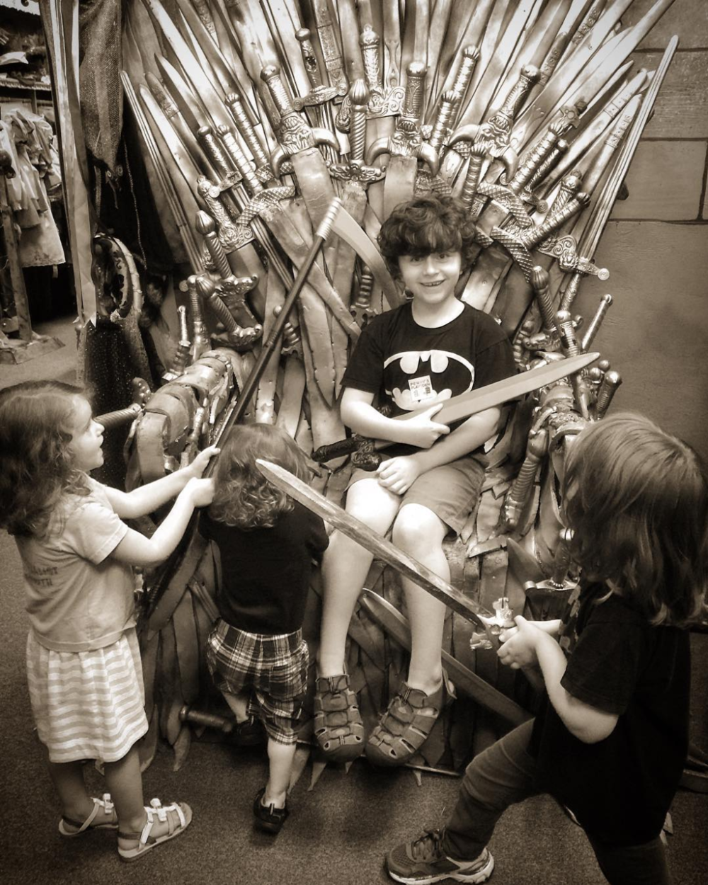 @kellyrien had her children dethrone Cersei at Rose Costumes (Denton's version of King's Landing).