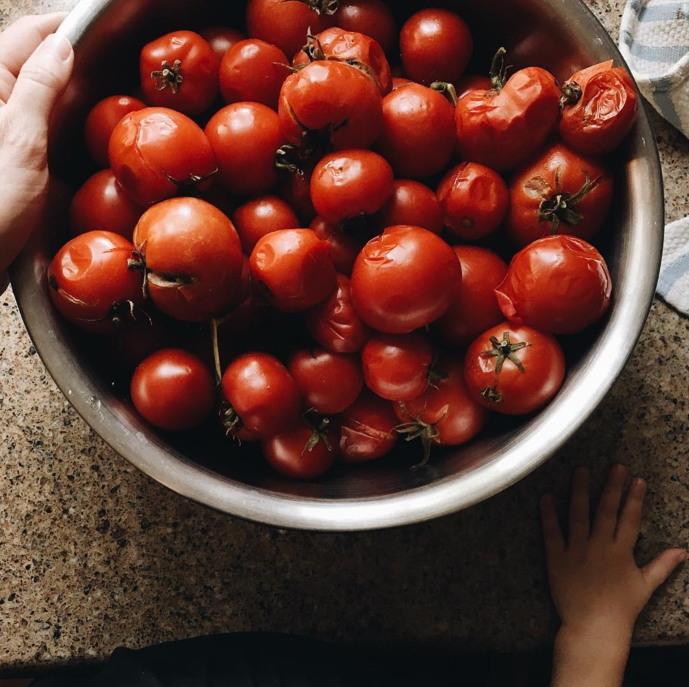 A beautiful bowl of tomatoes from @jadewinterdays.