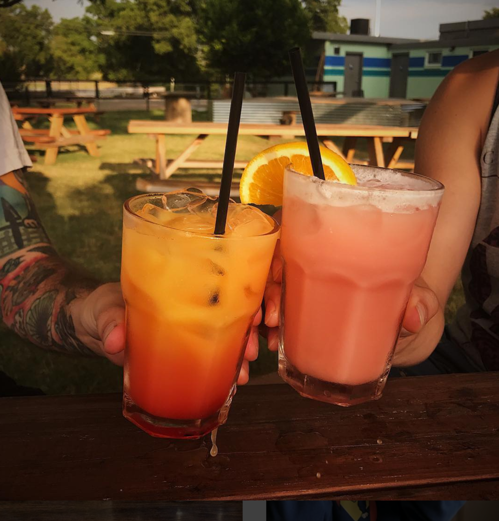 Colorful cocktails at @backyardonbell.