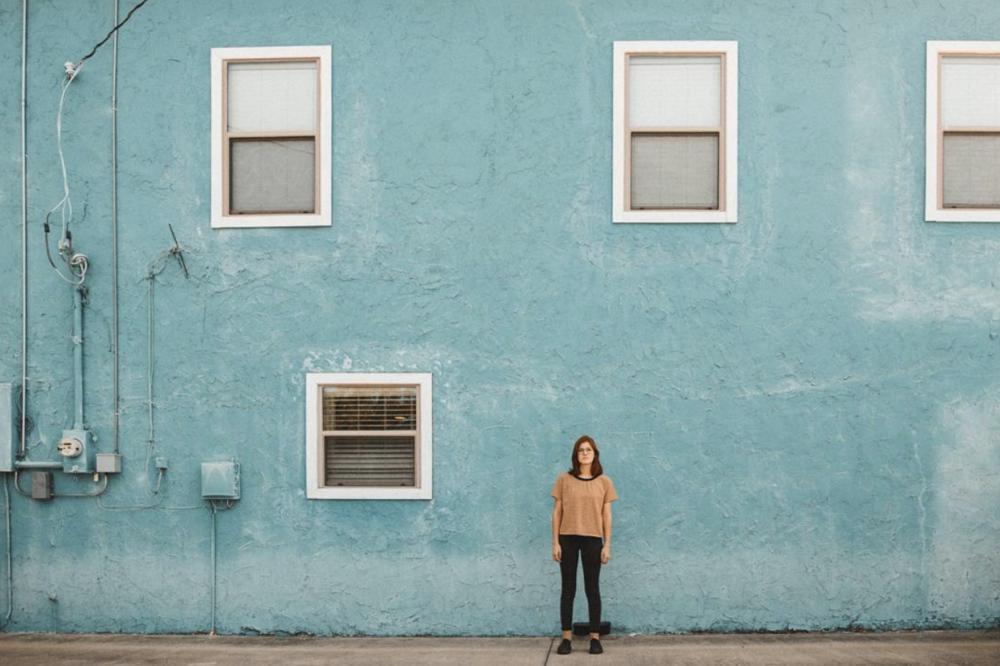 @jmarie.95 shot in front of a blue wall by @germantorrestx.