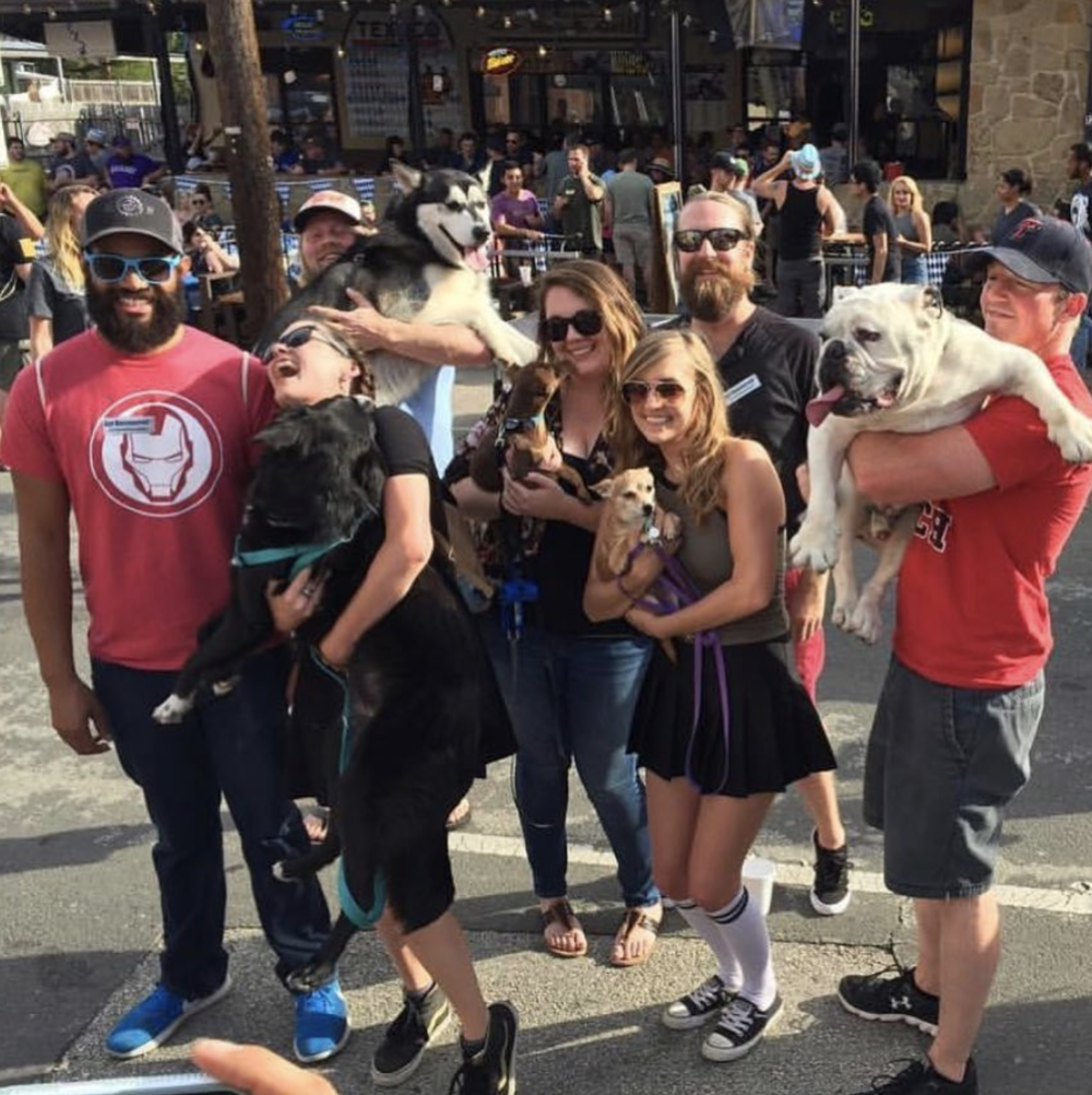 @sara_norman with her friend fam and dog fam last week.