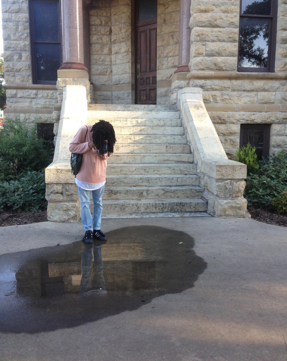 A great reflection photo in a puddle by @daderain.