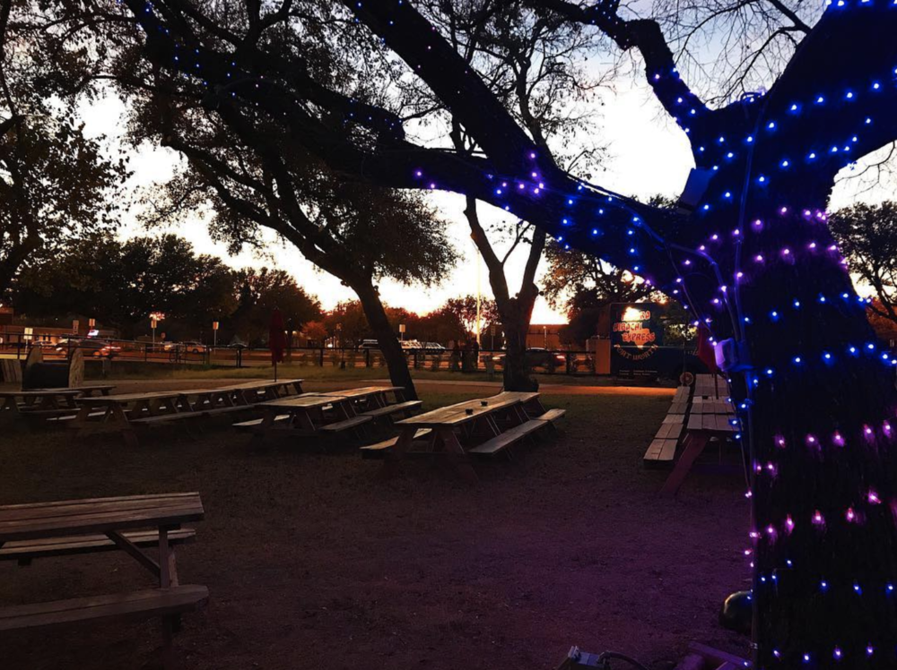 @backyardonbell is all decked out for the holiday season.