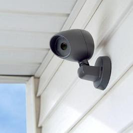 this is a FAKE security camera. i've seen similar burglar retardant devices and think they are all dumb. included in this list is the fake dog barking tape and the blowup man.