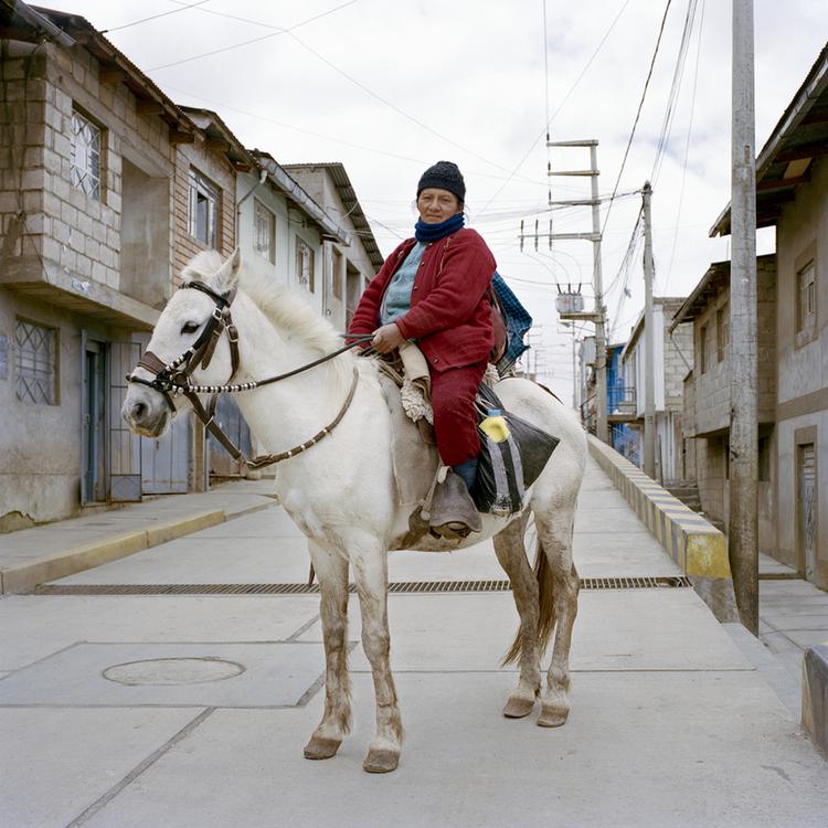 Paccarick Orue,Repartiendo queso y leche, 2013