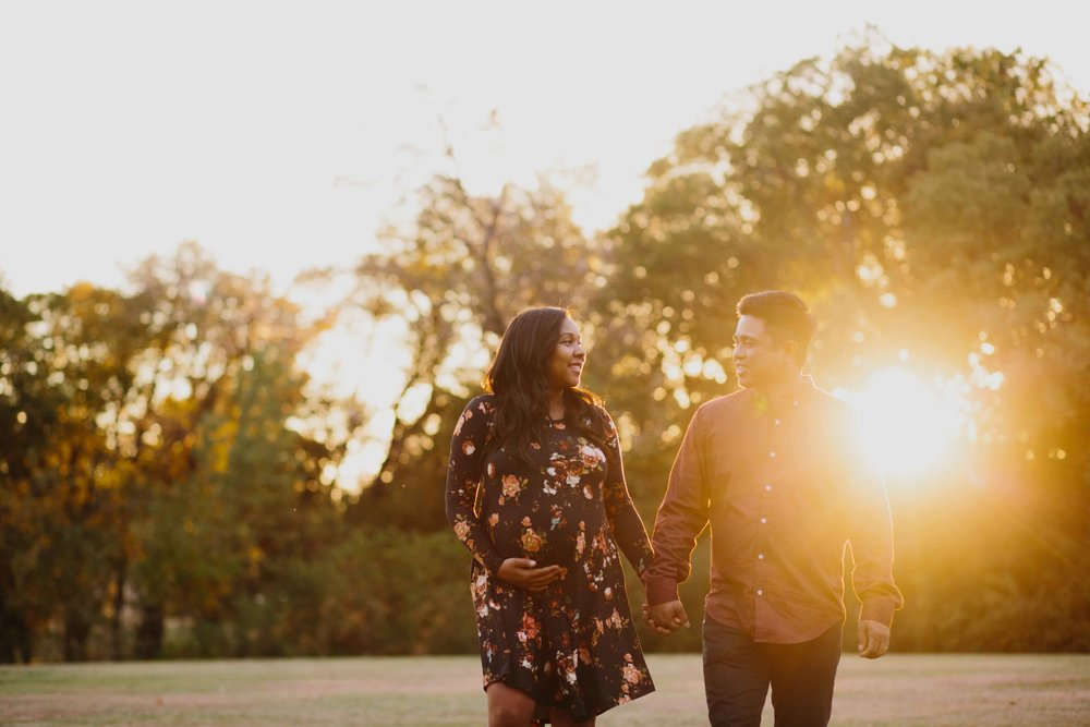Golden hour outdoor maternity photographer Will Rogers Park Oklahoma City.