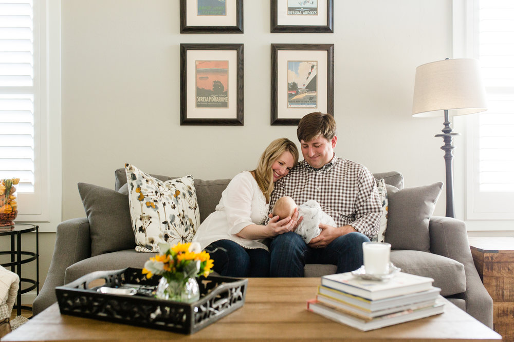 family_lifestyle_photography_Oklahoma_newborn_in_home.JPG