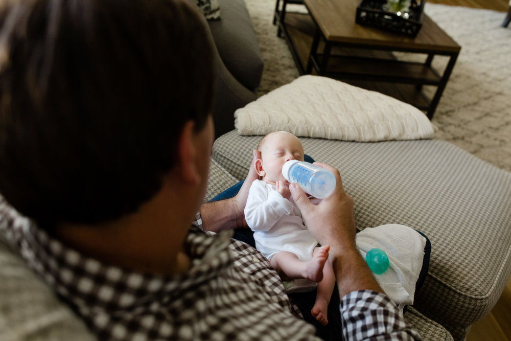 lifestyle_photography_in_home_newborn_bottles_OKC.JPG
