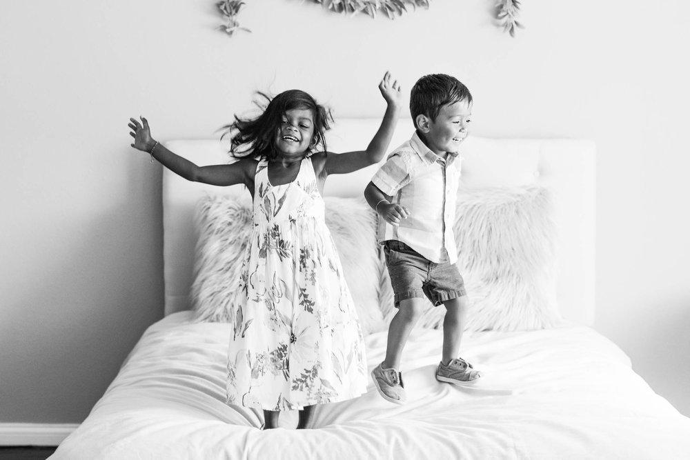 funfamilyphotographernaturaljumpingonbedphotos