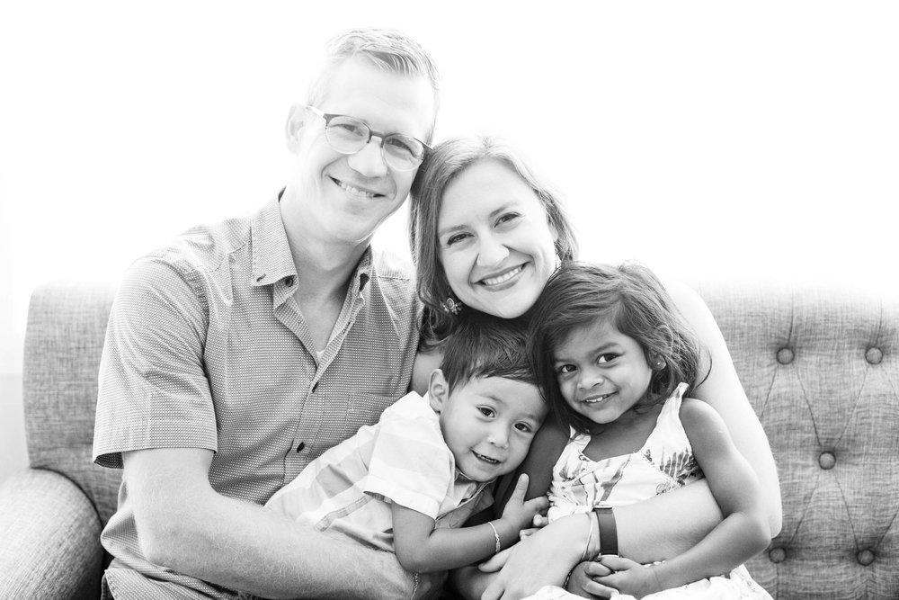 blackandwhitenaturallightingfamilyphotographyoklahoma