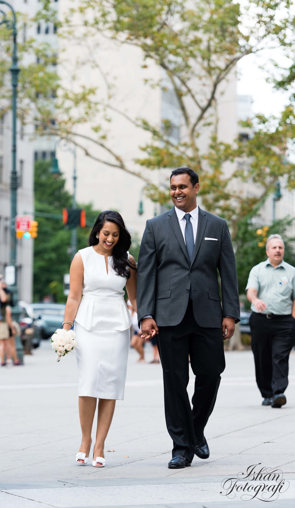 couple-walking-in-the-streets-of-newyork