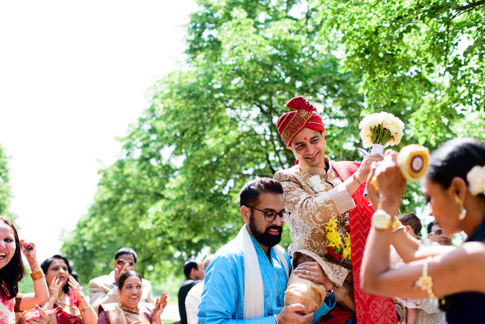 Baraat ceremony is a very joyous and energetic part of Indian weddings. decorated horse or elephant is used by the groom as a mode of transport during baraat. Many modern Indian weddings decorate car