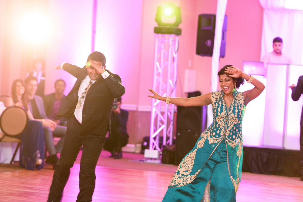 How can you forget bollywood dance when you are talking about indian wedding!. Bollywood dance performance by family members is another interesting thing to experience during indian wedding reception