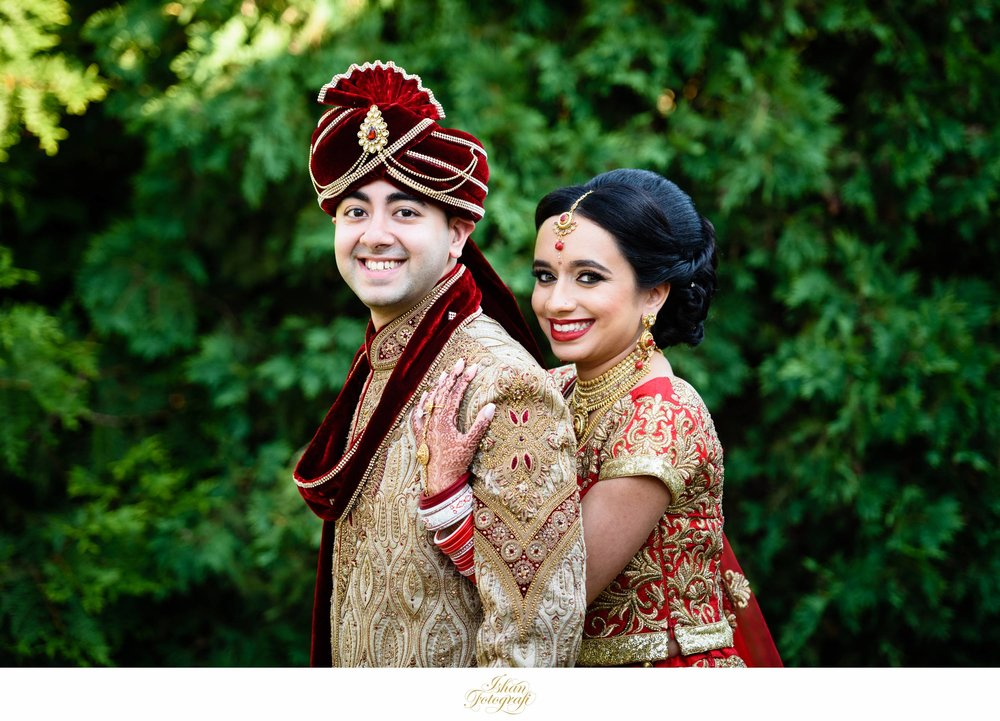 We always dedicate enough time for photographing the bride and groom before the baraat starts.