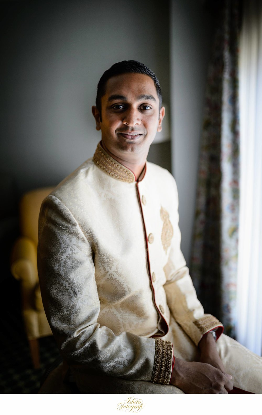 Our groom sported a classic beige sherwani with red accents. This compliment the bridal lengha very well.