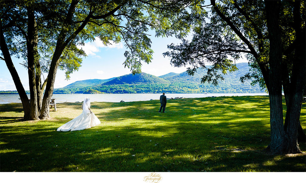Kerrie and Kyle opted for the first look at the Donahue Memorial Park before heading out to Anthony's Pier 9 for the wedding ceremony and reception. Hudson river in the backdrop and that warm fall sunlight skimming through the trees created a very picturesque setup. Many couples choose not to see each other before the ceremony and we respect their decisions to do so.