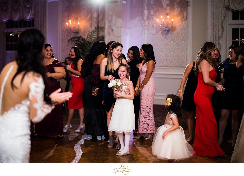 wedding-bouquet-toss-meadow-wood-manor-nj
