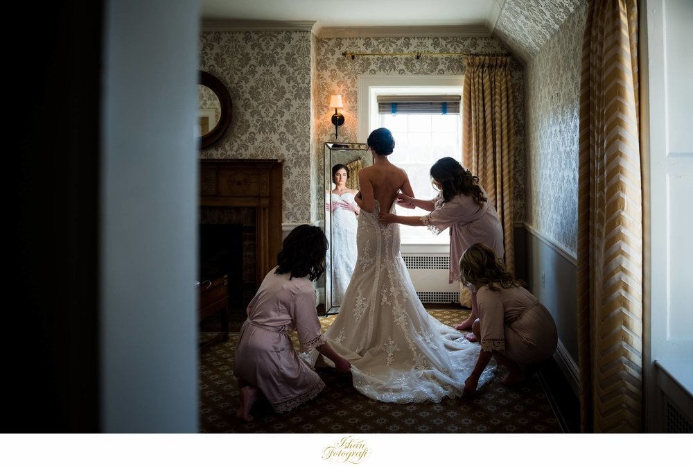 bride-getting-ready-fiddlers-elbow-country-club